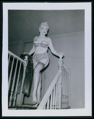 Pinup pin up near nude girl risque cheesecake woman vintage old 1950s photo ba27