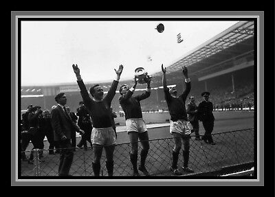 Collectors/Photograph/Print/7 x 5 Photo/Manchester United 1963 FA Cup Winners 2