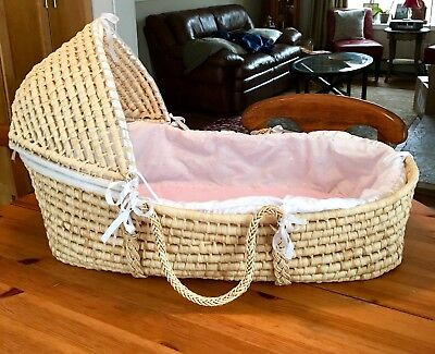 Badger Basket - Natural Hood Moses with Pink/white & Hearts Bedding