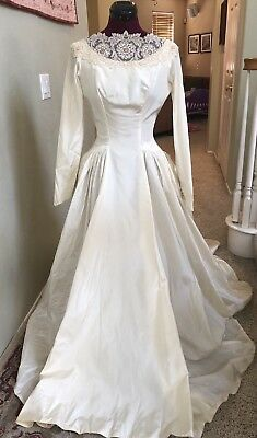BEAUTIFUL VINTAGE IVORY SATIN 1940's WEDDING GOWN