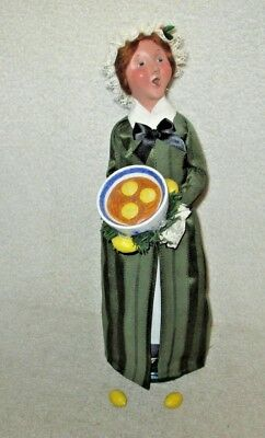 Byers' Choice Williamsburg Collection Caroler