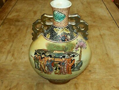 A Stunning Old Chinese Vase With Amazing Decoration