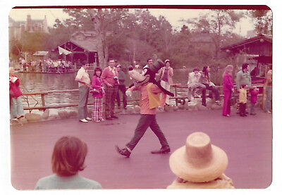 VINTAGE 70s PHOTO Goofy The Dog Character At Disney World, Florida