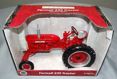 International Farmall 230 Tractor Ertl 1/16 Diecast Farm Toy 14040