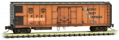 Micro-Trains MTL Z-Scale Mechanical Reefer Pacific Fruit Express/PFE Weathered
