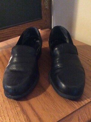 Easy Spirt Women's Black leather shoes size 7 1/2 pre owned in good condition
