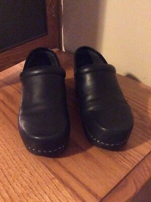 Docker Women's Shoes Black leather size 7 1/2 pre owned in good condition