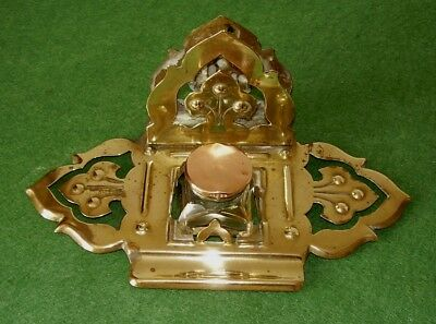 ANTIQUE BRASS INKWELL & COMBINED LETTER RACK ARTS & CRAFTS DESK TOP circa 1890