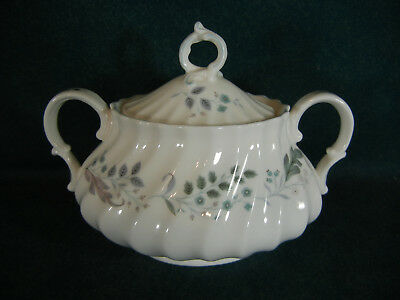 "Royal Doulton Glen Auldyn H4959 Covered Sugar Bowl with Lid 3 1/4"" Tall"