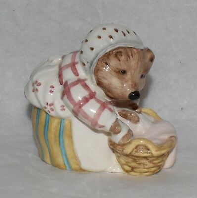 Beswick Beatrix Potter RARE Mrs Tiggy-Winkle Washing Figurine BP-8a Backstamp