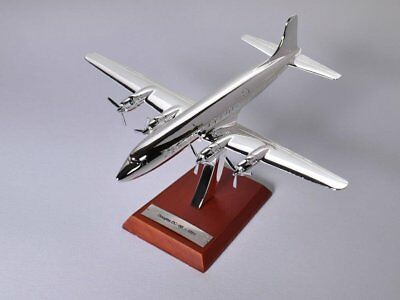 Atlas Collections Douglas DC-3 -1935 Flugzeug silber Maßstab 1:200; Modell Die