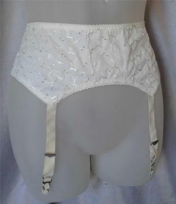 PIN-UP Vintage 1960s WHITE COTTON EYELET EMBROIDERED LACY GARTER BELT - LRG