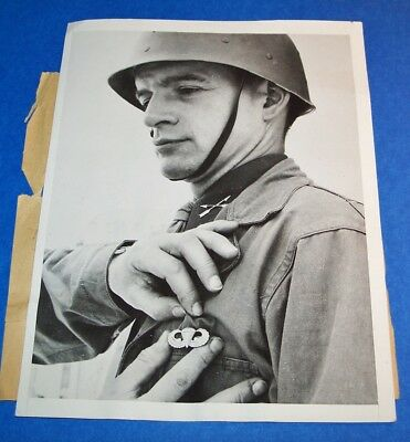 Original Ww2 Press Photo: 1St Special Service Force Surgeon Getting A/b Wings!