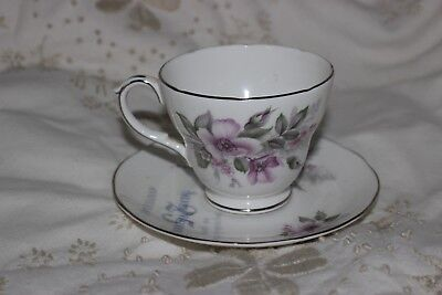 Duchess Bone China Cup and Saucer .Tasses & Soucoupes. Silver Wedding 25
