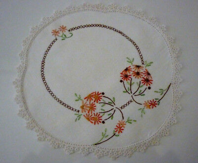 Beautiful Linen Hand Embroidered Doily Daisies Cross Stitch Sz 23 X 21.5 Cm Vgc