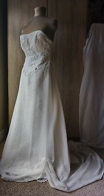 Beautiful lace appliqué chiffon wedding gown Roberta - Happy Days sz 8