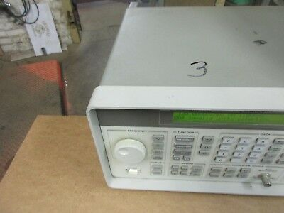 HP 8647A 250 Khz TO 1000 Mhz SIGNAL GENERATOR