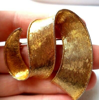 """Stunning Vintage Estate Gold Tone Ribbon Abstract Squiggle 1 5/8"""" Brooch!! 9764S"""