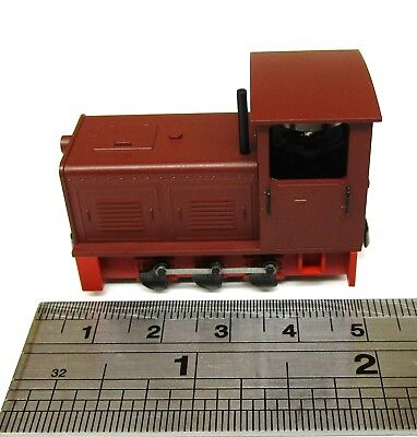 Minitrains 2022 - Diesel Locomotive in Red - Boxed.(009/H0e)