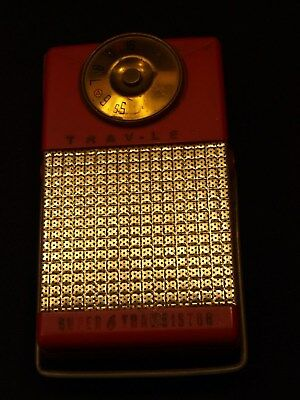 Vintage Power-Mite Trav-ler Made USA Red Case Super 6 Transistor Radio w Stand