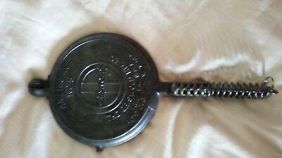Cast Iron Griswold Vintage Waffle Maker American #8 The Griswold Mfg. Co. 886 R