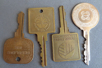 Lot! 4 Big Vintage Brass Hotel Peddlers Inn Paradise Island Casino Resort + Keys