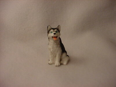 HUSKY black white blue eye puppy TiNY FIGURINE Dog MINIATURE Mini Resin Statue