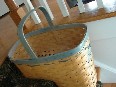 Country Primitive Rustic Woven Wicker Stair Step Basket Great Shape
