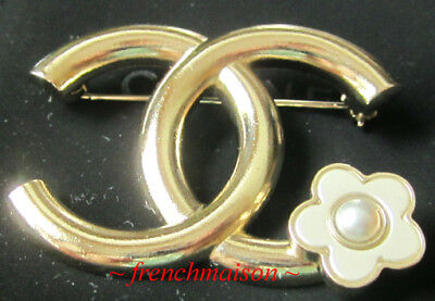 16ca5473b86c AUTHENTIC CHANEL Gold CC PIN BROOCH Camellia Pearl Flower 2018 Spring  Summer New
