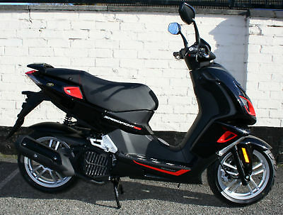 PEUGEOT SPEEDFIGHT 4 125cc BLACK RED SCOOTER BRAND NEW ZERO MILES - UNREGISTERED