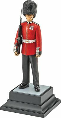 Queen's Guard 1/16 scale skill 3 Revell AG/Germany plastic scale model kit#2800