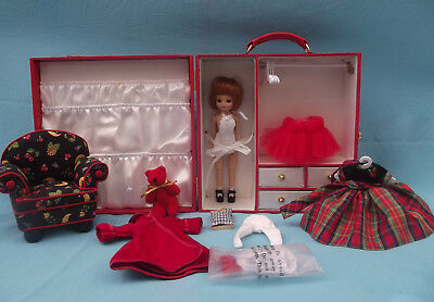 Tonner BETSY MCCALL CHRISTMAS TRUNK SET Titian Hair Doll Clothing Bear Red