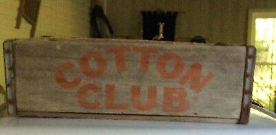 Vintage  cotton club soda wooden crate, it is a very rare item, it is in good co