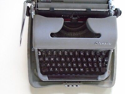 Olympia Werke AG...sm3 / 1950's Typewriter & metal case Great cond. / W. Germany