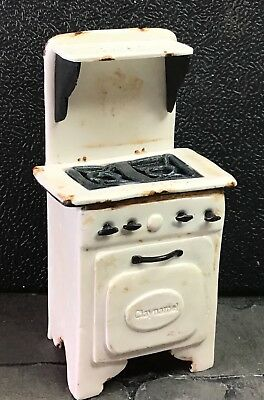 Artemis Artisan 12th Scale dolls house faux vintage cooker In white