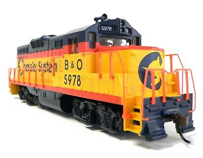 HO Scale Model Railroad Trains Layout Engine Chessie GP-9 Walthers DC Locomotive