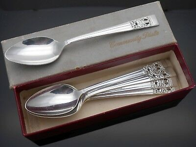 Community Hampton Court / Coronation Boxed Tea Spoons - Vintage