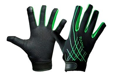 Children's rugby,football & hockey thermal gloves. Great kids gift for under £10
