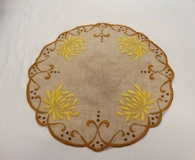 ARTS & CRAFTS MISSION Era EMBROIDERED LINEN DOILY Chrysanthemum Floral