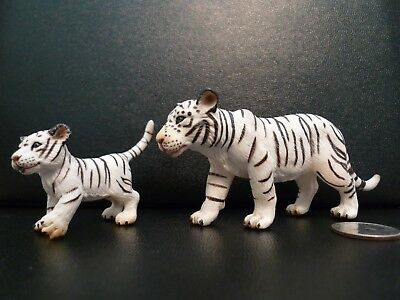 White Tiger Adult Female Figure with Cub Set by Schleich  2003 !!! Snow