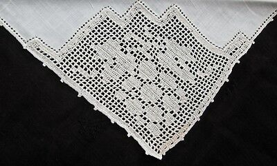 "6 antique but unused cream linen napkins 15"" sq w filet lace corner grape design"