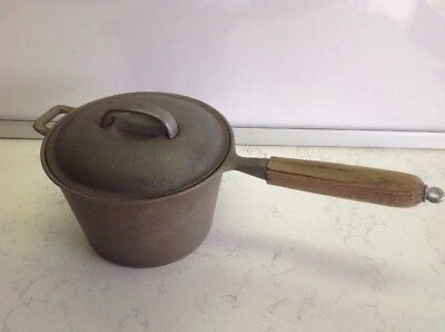 """vintage cast iron 3qt sauce pan / wooden handle and hanger hook 8"""" Taiwan W/lid"""