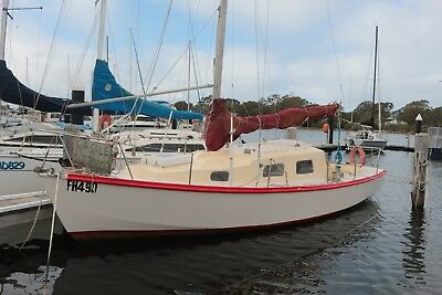 SAVAGE SOUTHERLY BUSTER KEELED YACHT 26 Ft