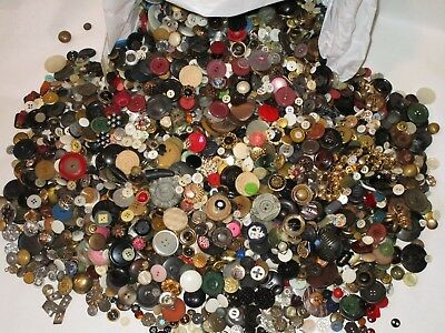 12 Pound LOT of  BUTTONS Vintage to Modern $13 Priority Ship