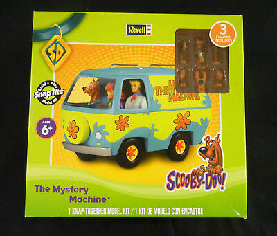 """Scooby-Doo """"The Mystery Machine"""" Van Kit with Scooby, Fred, & Daphne Figures"""