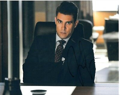 Josh Segarra Signed Arrow Photo Uacc Reg 242