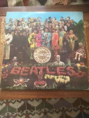 THE BEATLES SGT PEPPERS 1967 PCS 7027  yellow block writing Parlophone label
