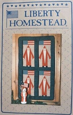 """FATHER CHRISTMAS QUILT PATTERN 19"""" x 33"""" - Liberty Homestead - Uncut"""