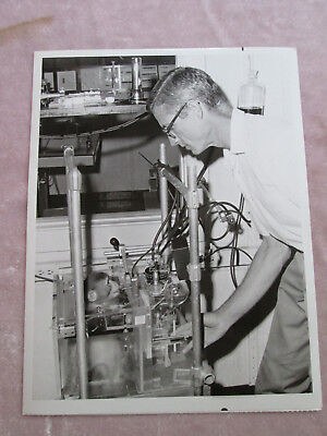 Press Photo Edward Evarts Rhesus Monkey Health Brain Research Experiment lot C23