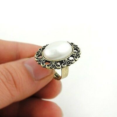 R37 VINTAGE STYLE ANTIQUE BRONZE FLOWER CARVING w/ OVAL WHITE PEARL FINGER RING